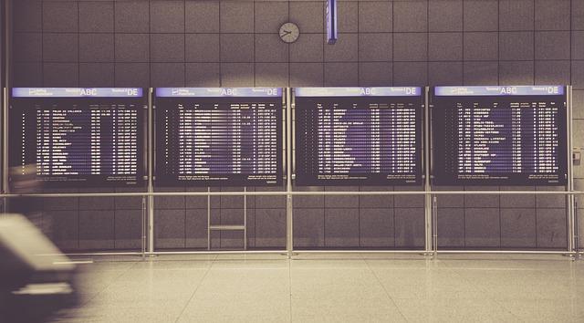 airport-594208_640